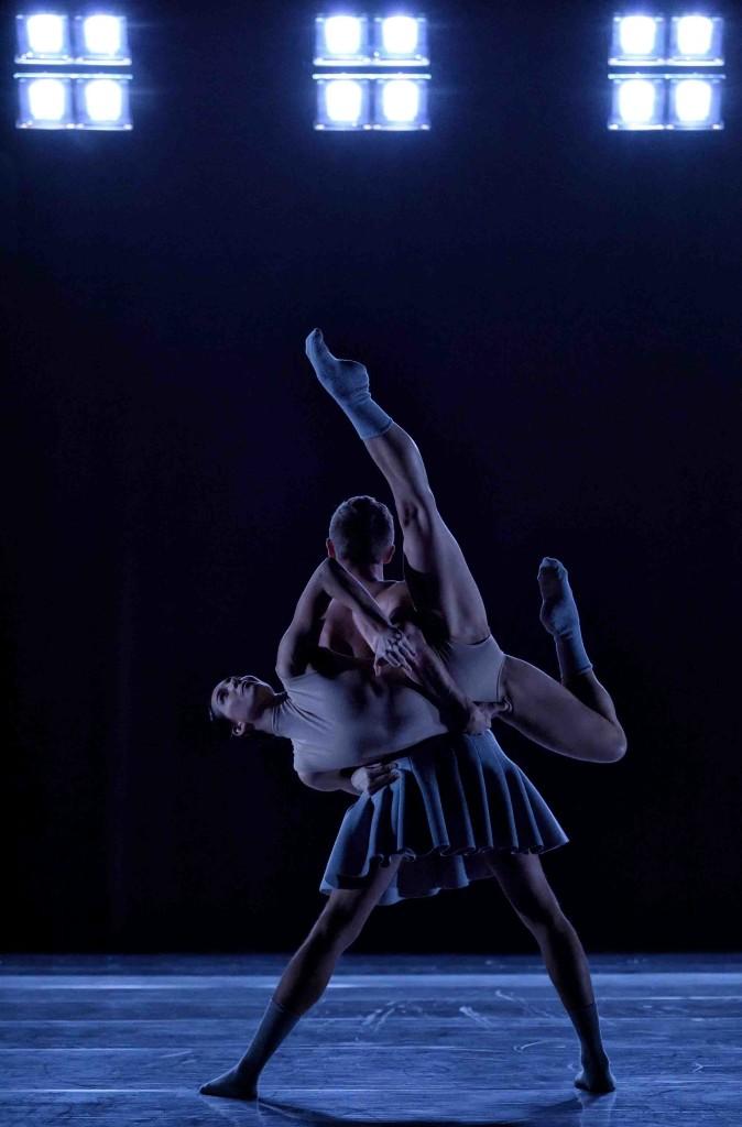 Ballet BC in Cayetano Soto's Twenty Eight Thousand Waves. © Michael Slobodian