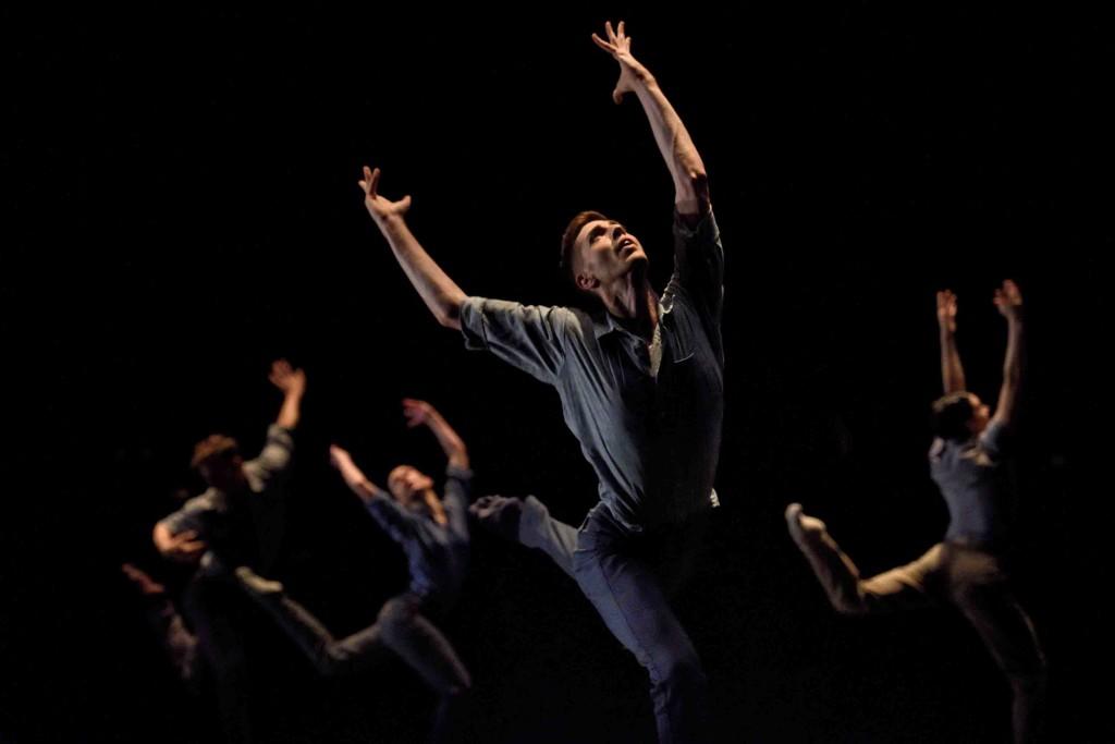 Ballet BC in Stijn Celis' Awe. © Michael Slobodian