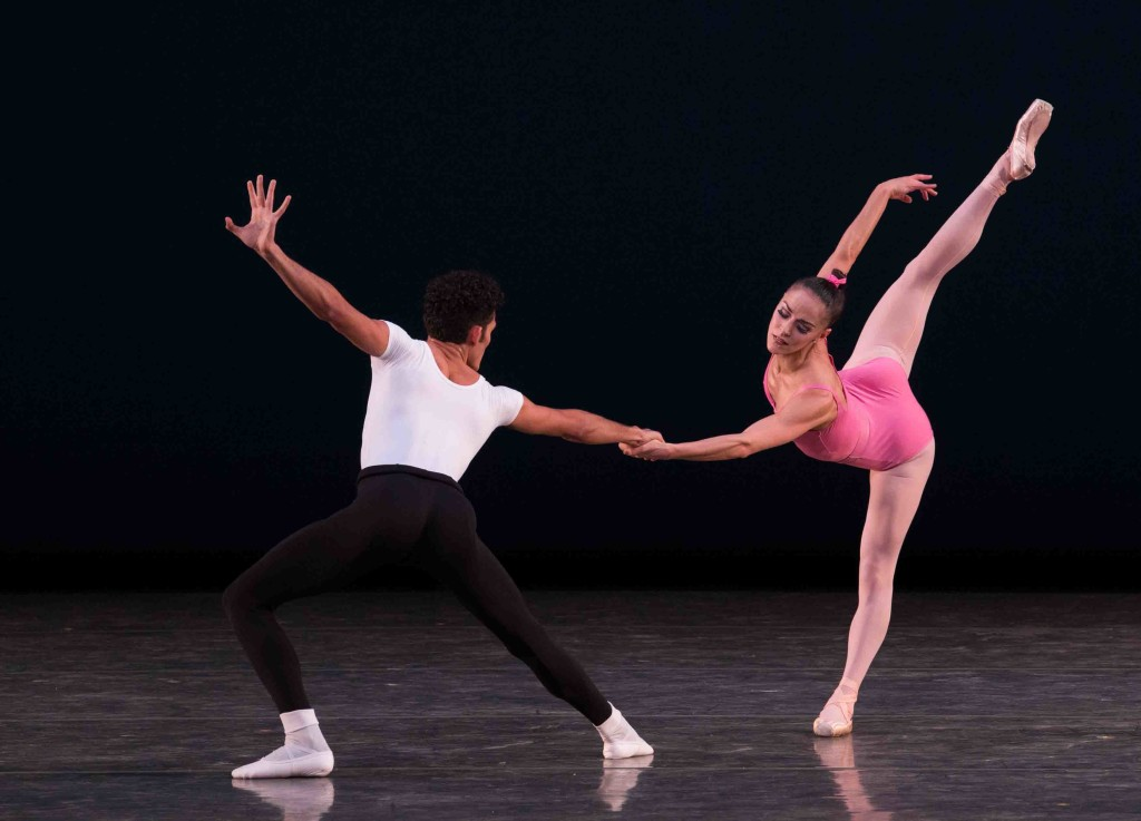 Patricia Delgado and Renan Cerdeiro in Symphony in Three Movements. Choreography by George Balanchine © The George Balanchine Trust. Photo © Daniel Azoulay