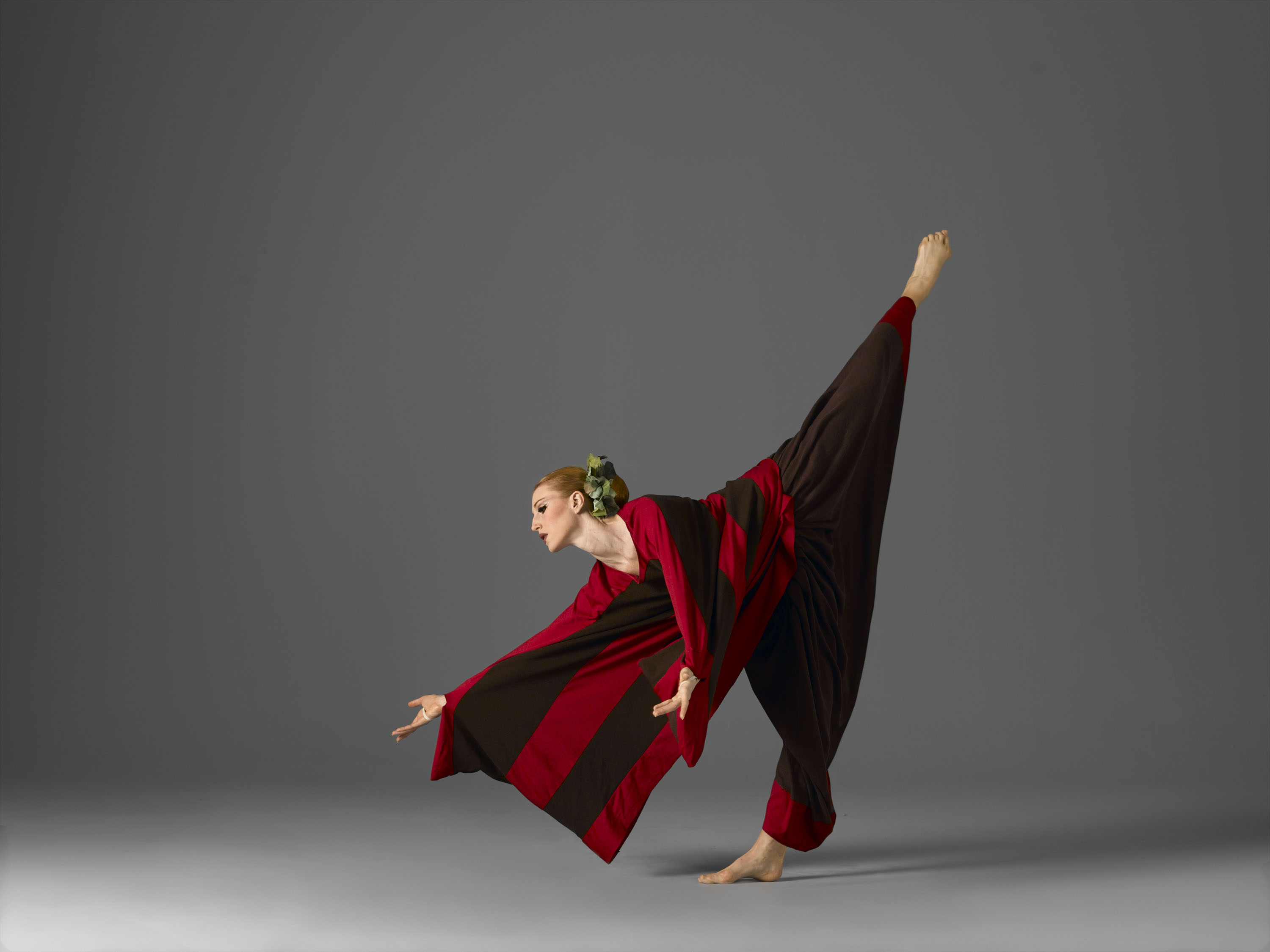 Katherine Crockett as The Chorus in Martha Graham's Cave of the Heart. Photo © John Deane