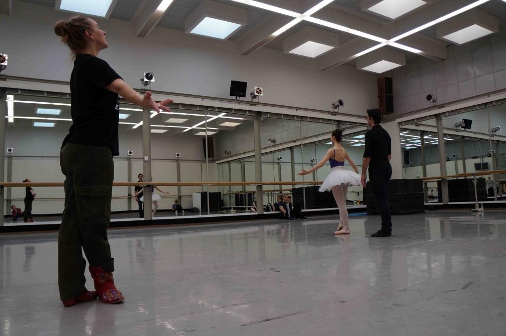 Graham rehearsing with Vinograd at Dresden Semperoper Ballet.