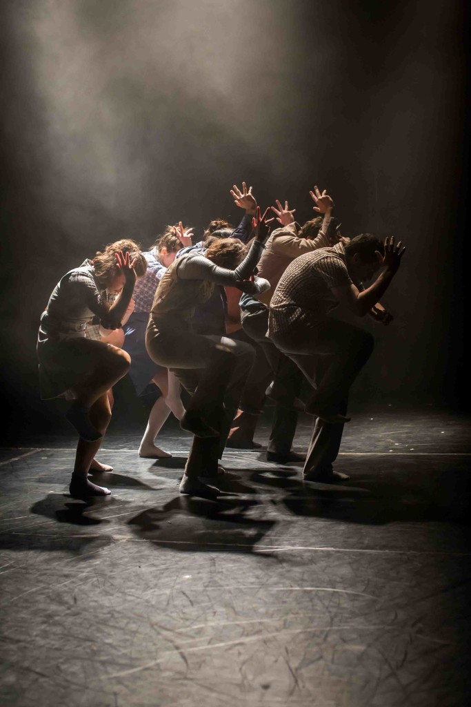 Dancers of Shechter Junior in Disappearing Act. © Victor Frankowski