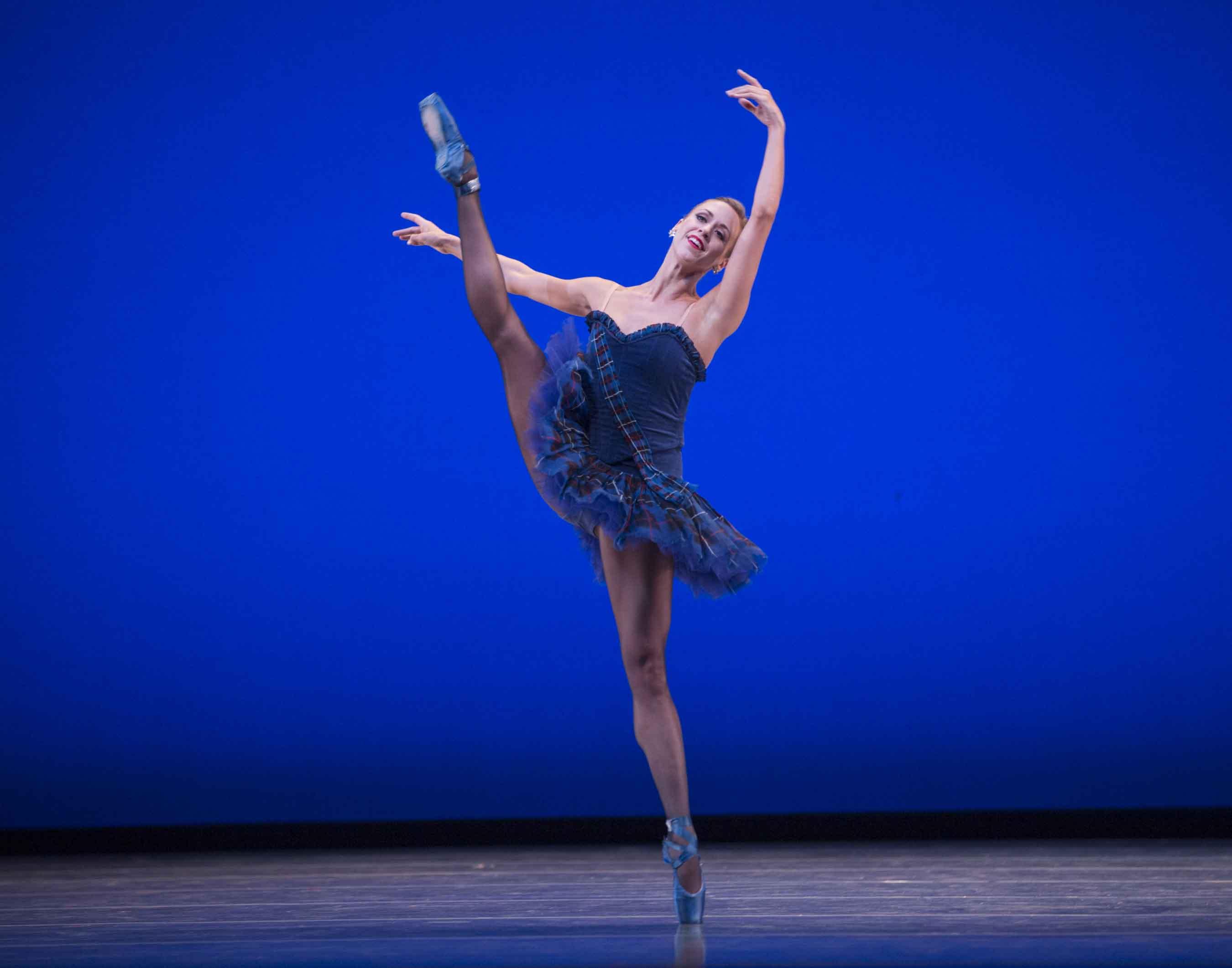 Lesley Rausch in Twyla Tharp's Brief Fling. Photo © Angela Sterling