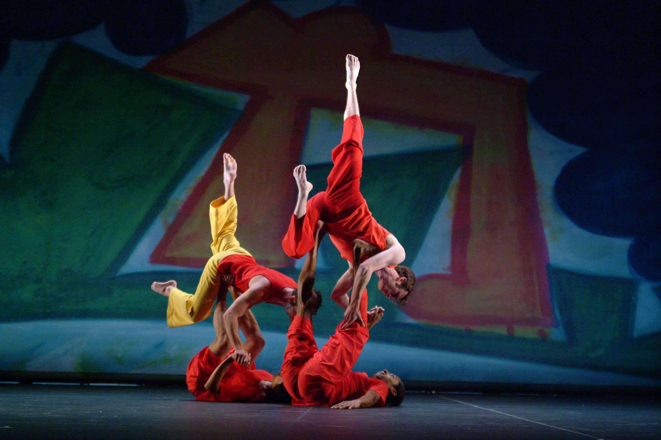 Trisha Brown Dance Company in PRESENT TENSE. Photo © Nan Melville.