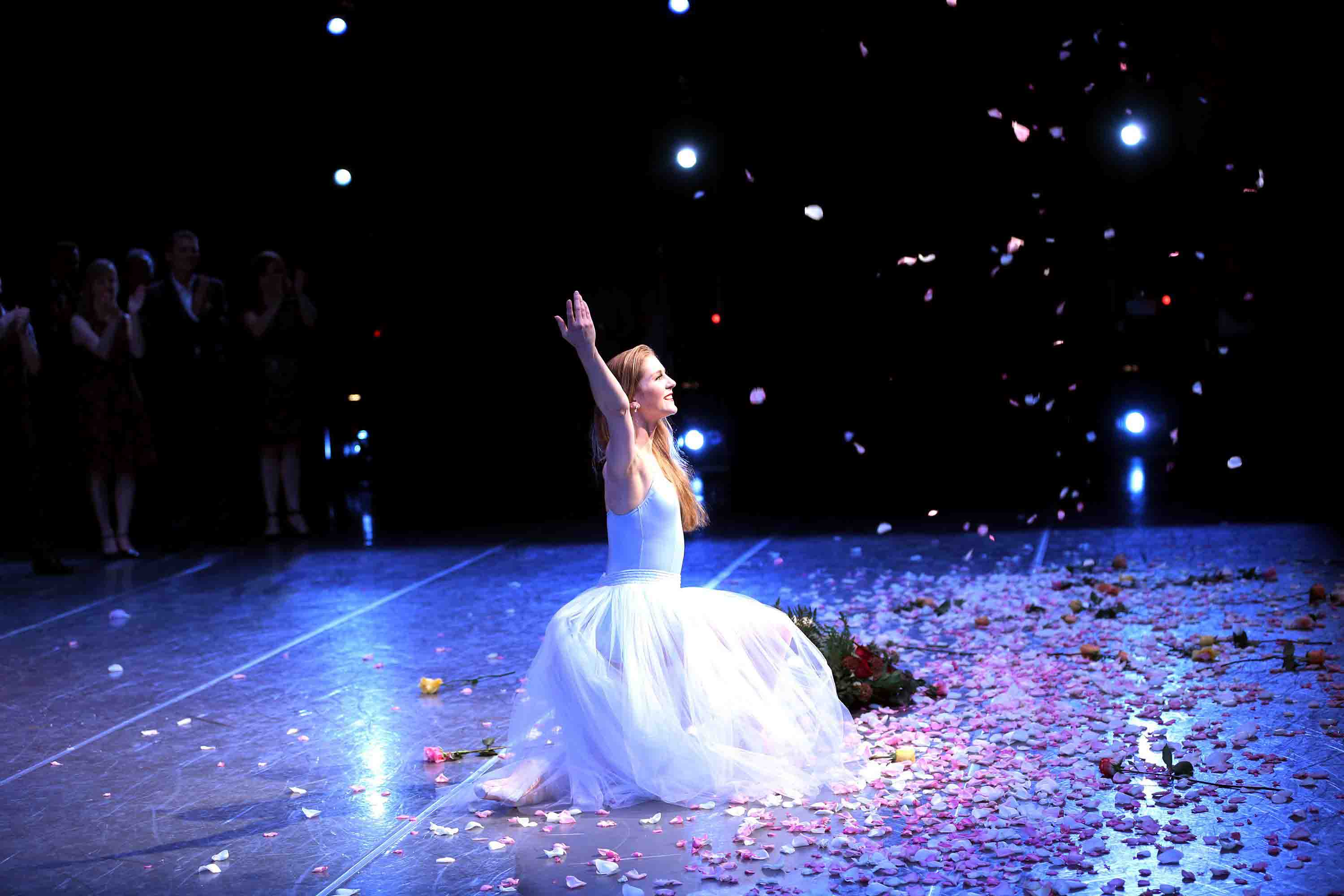 Carla Körbes takes her final bow. © Angela Sterling